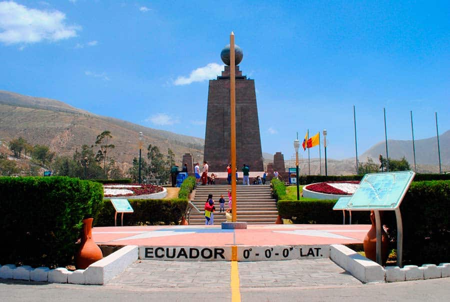 Tour mitad del mundo quito tour bus for Ciudad jardin quito 2015