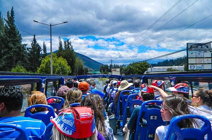 como llegar a la mitad del mundo en bus