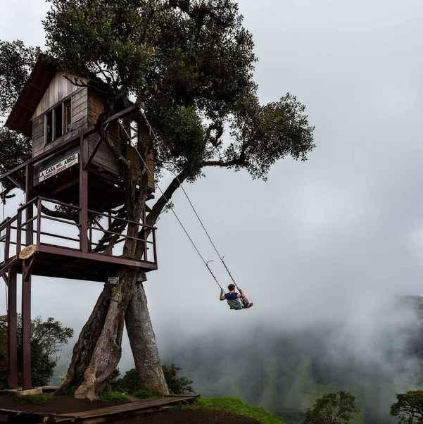 The swing at the end of the world in ba os ecuador quito tour bus - Columpios para casa ...
